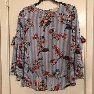 Tops - Bird 🦅 print blouse 👚!🌼